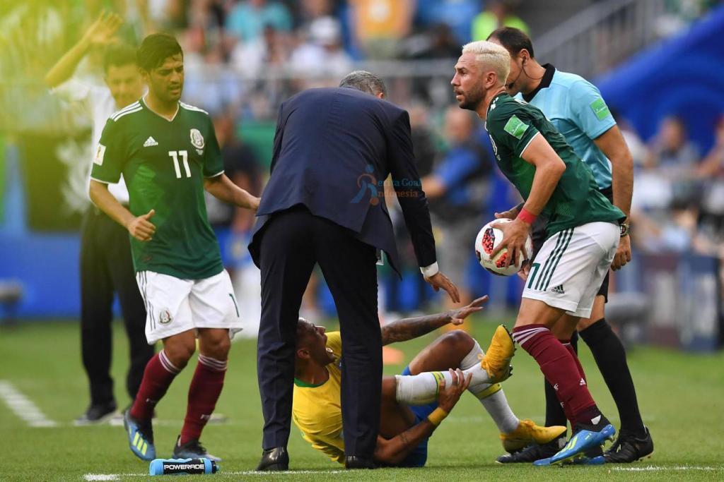 Pelatih Mexico Keluhkan Kelakuan Neymar