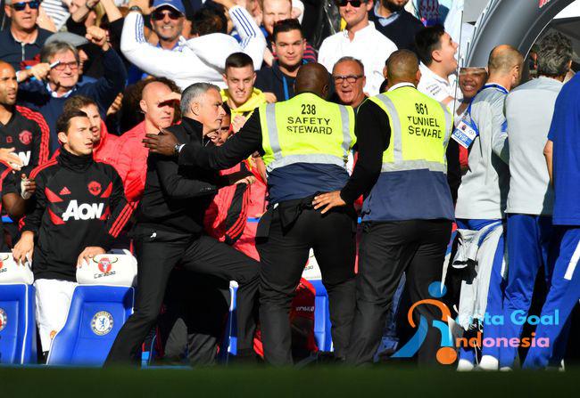 Insiden Ribut Ribut Mourinho Dengan Staff Chelsea