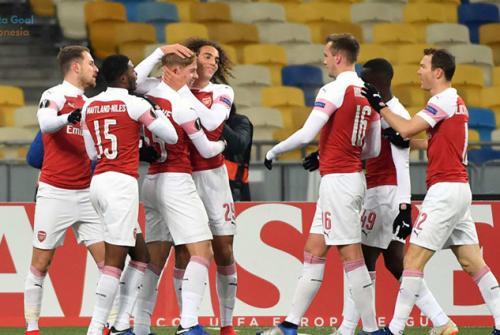 Vorskla Poltava vs Arsenal 0-3, Arsenal Juara Grup E