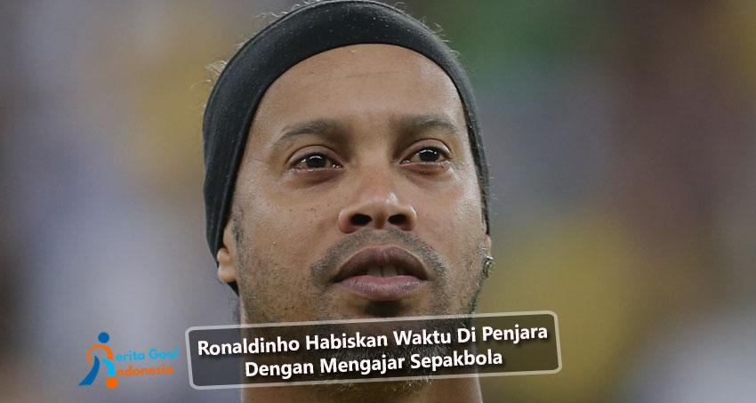 Ronaldinho Habiskan Waktu Di Penjara Dengan Mengajar Sepakbola